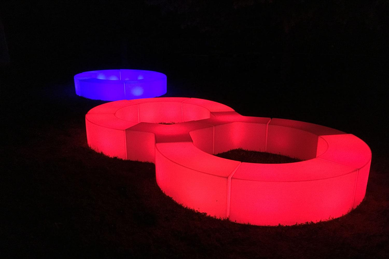 Beleuchtete Möbel Gartenparty