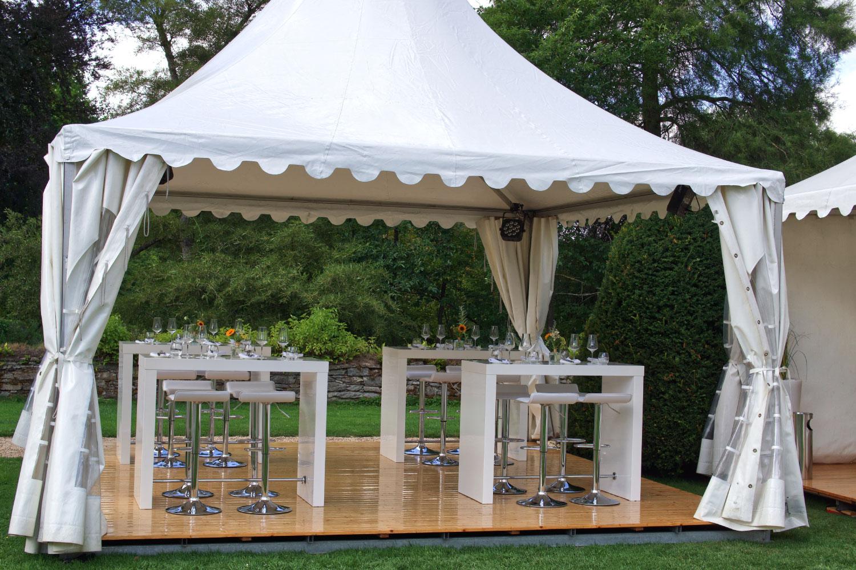 Hochzeit outdoor Party Brückentisch