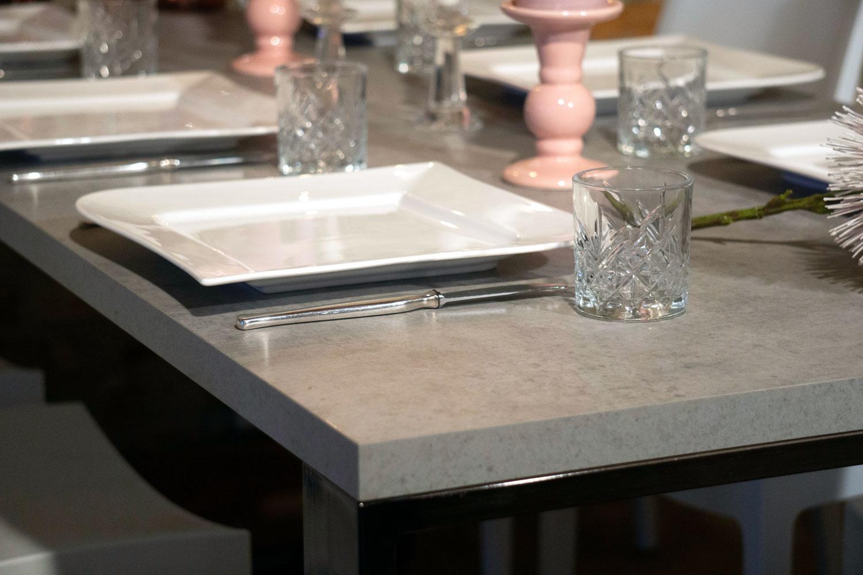 Hochzeitsparty Tisch Betonoptik