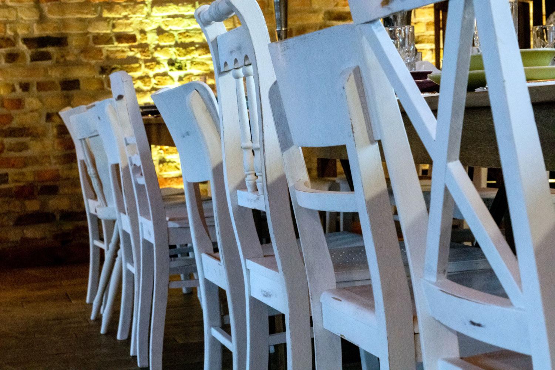 Holzstühle Shabby Hochzeit mieten