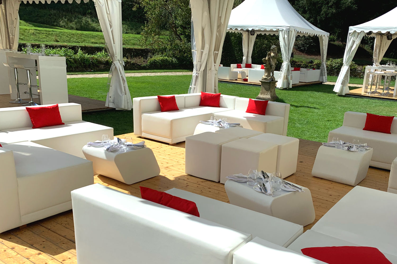 Weiße Lounge rot