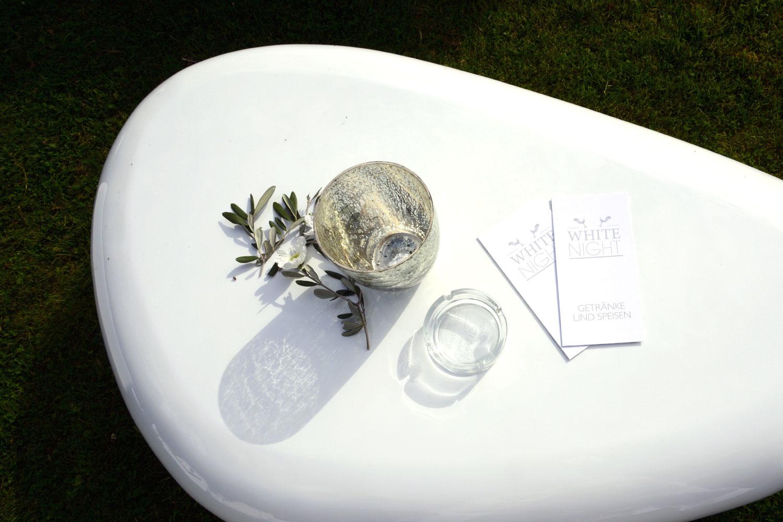 Weiße Tische Lounge mieten