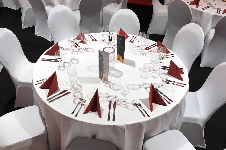 Bankettstühle mit Husse für Hochzeit mieten