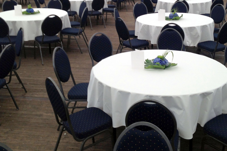 Bankettstühle für Hochzeit mieten