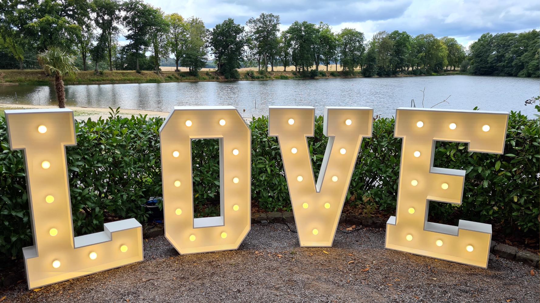 Love LED Buchstaben Lippstadt mieten
